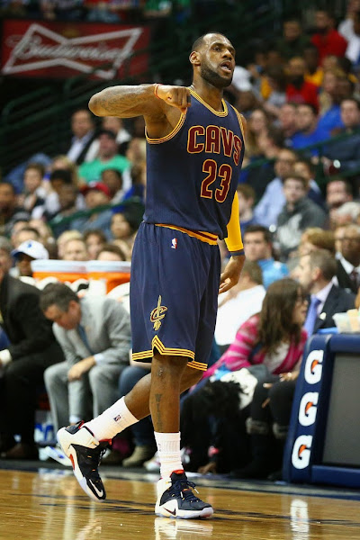 Headbandless LeBron Debuts New LeBron 12 Cavs Alternate PE