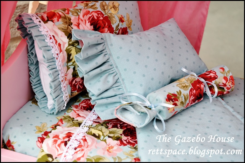 AG doll sheets, pillows & quilt 004