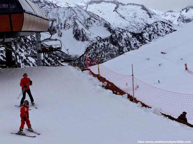 esquiadores-pirineos.JPG