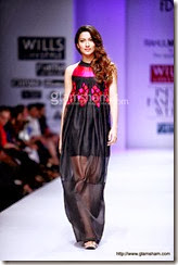 gauhar-walks-the-ramp-at-wills-fashion-week-08
