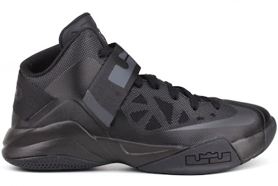 nike zoom soldier 6 gr black anthracite 4 01 Nike Zoom Soldier VI (6)   Triple Black   Available Now