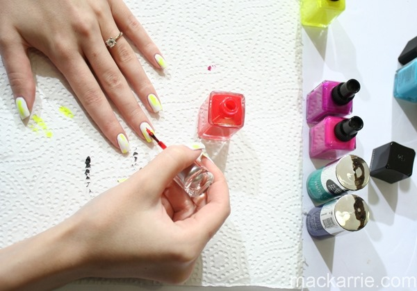 c_DistressedNailDesign
