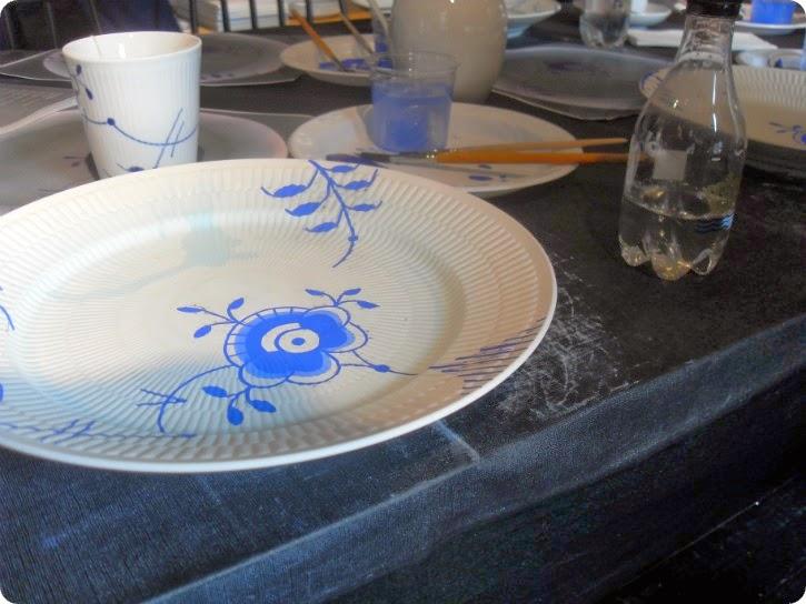 Min færdige tallerken - jeg er lovet den blå skjold forsvinder i glaseringsprocessen.