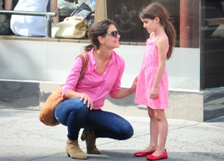 Katie Holmes & Suri Cruise Both Wear Pink Colore Combination