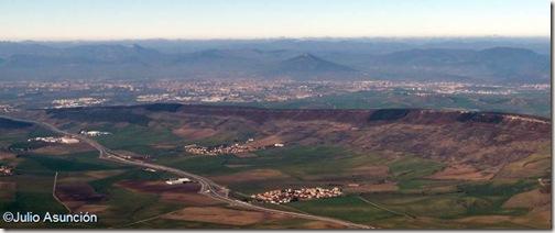 Vista de Pamplona desde la Higa de Monreal