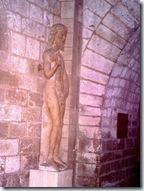 2011.07.08-016 statue d'Adam dans la crypte de la catédrale