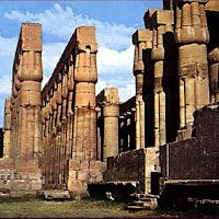 31.- Templo de Amenofis en Luxor (Tebas)