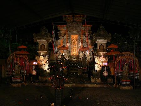 Bali show: Balinese dance scene