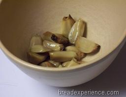roasted-garlic-parmesan-pot-bread 005