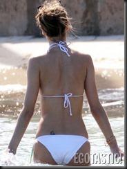 alessandra-ambrosio-relaxing-in-a-bikini-in-st-barts-09-675x900