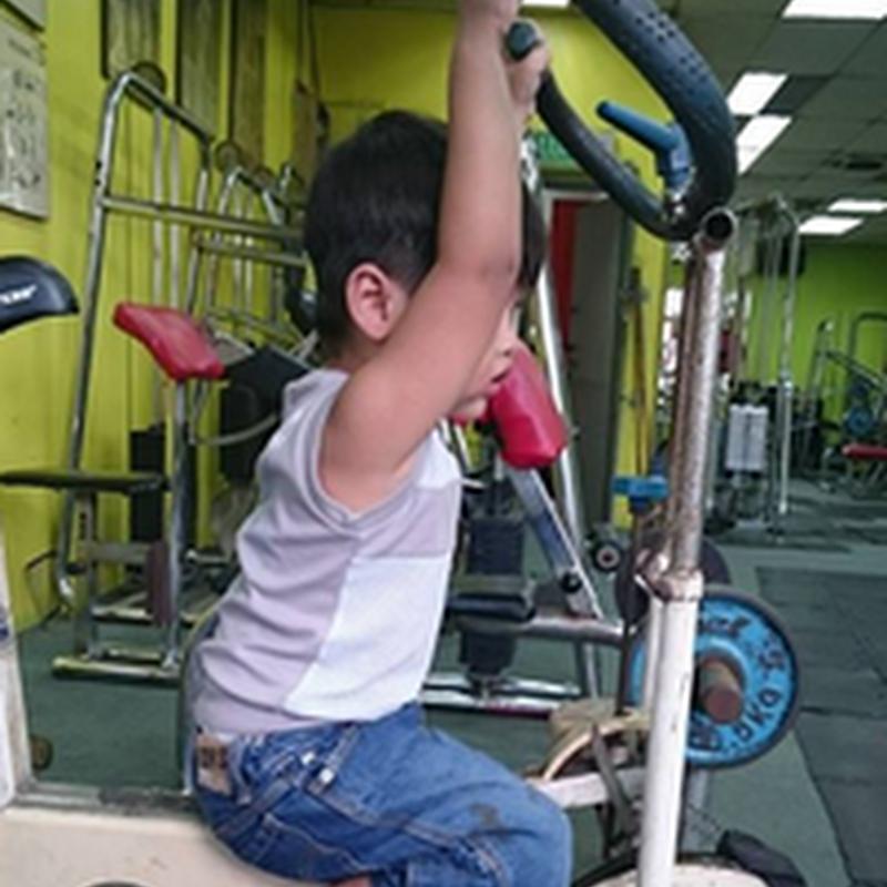 Qhaliff Iman membina otot di gym !
