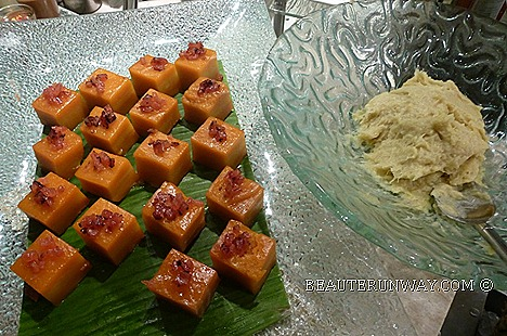 ParkRoyal Beach Road Durian Nian Gao Bak Kua must try durian lovers Chinese New Year reunion banquet dinner Si Chuan Dou Hua tea master Tea Appreciation, God of Fortune lion dance performance usher Lunar New Year ParkRoyal ballroom
