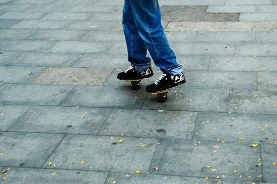feet_20110930_rolling