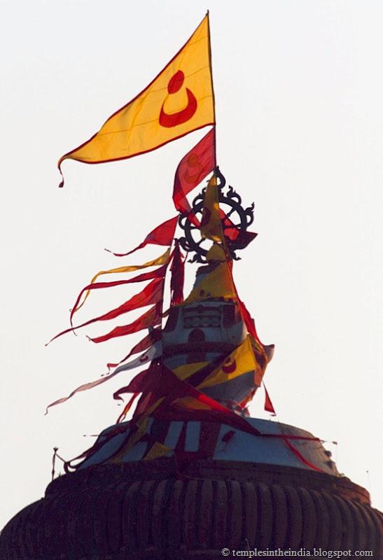 Jagannatha_Puri_temple_chakra
