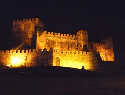 vista nocturna do Castelo de Montemor-o-Velho - Glória Ishizaka