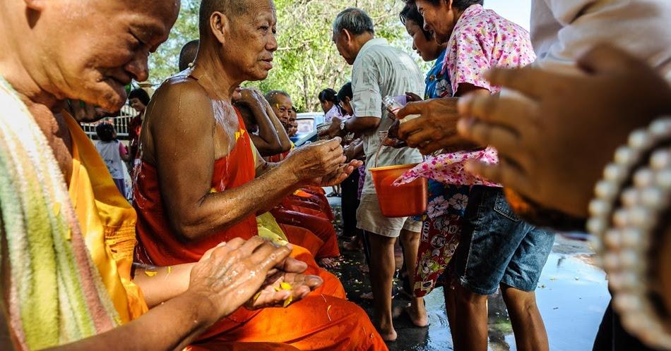Songkran, ce n'est pas que des batailles d'eau dans les rues.