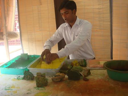 Imagini India: stampilatorul pe matase