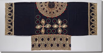 Tunic with appliquéd designs