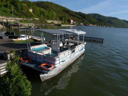 Agrement pe Dunare: Pensiunea Septembrie - vaporas