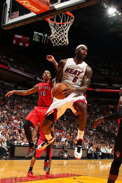 lebron james nba 140105 mia vs tor 09 LeBron Laces Up a Nike Soldier Shoe First Time Since 2009!