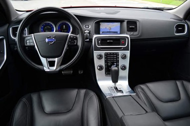 2012-volvo-c60-t6-r-design-dashboard