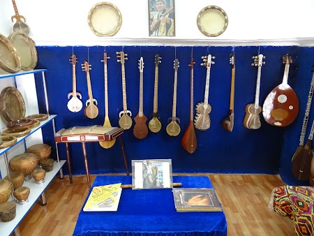 18. Instrumente muzicale uzbece.JPG