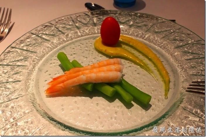 台南-西堤(Tasty)民族店。開胃菜-鮮蝦四季豆佐咖哩優格。冰鎮過的鮮蝦單吃或是沾點優格都不錯吃,四季豆還稍微脆脆的,有點磨牙的感覺。