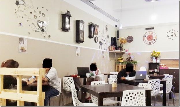 Clock cafe2