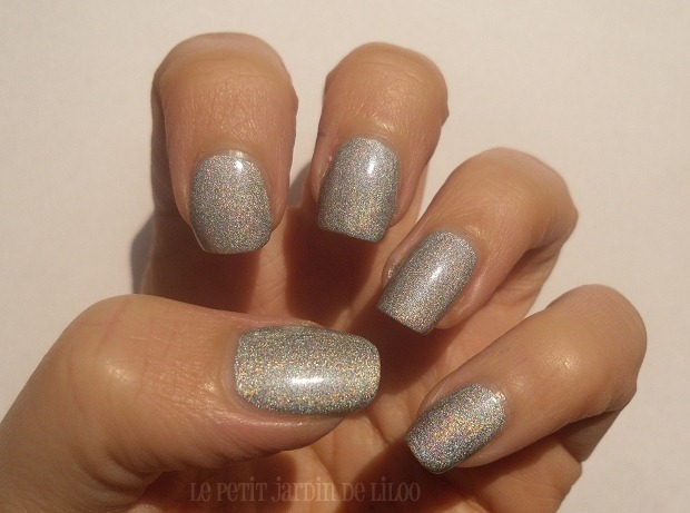 03-17-cosmetics-holo-silver-nail-polish-review-swatch