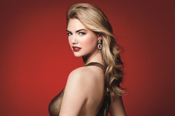 Bobbi Brown Holiday Gift Giving Kate Upton Visual_No Cover Usage(1)