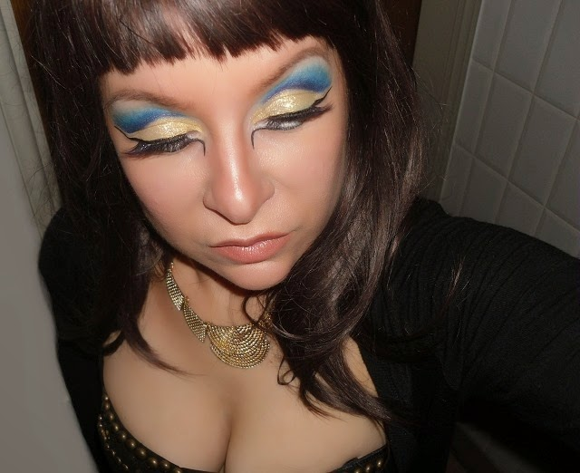 08-halloween-cleopatra-egypt-queen-makeup-look-hooded-eyes
