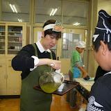 お茶の配布.JPG