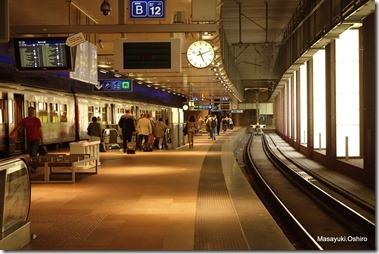 Antwerpen-centraal駅、地下1階ホーム