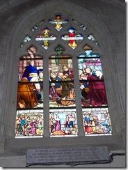 2012.11.10-004 vitrail Pater des vendéens dans l'église St-Pierre