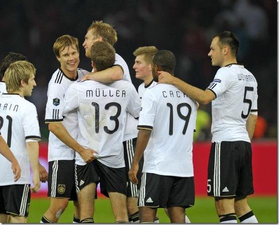 german-national-team-badstuber-thomas-müller-marko-marin-toni-kroos-dfb-alemanha-funny-football-futebol-engraçado-comédia.jpg