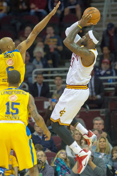 James Wears 8220Heart of a Lion8221 Nike LeBron 12 in Preseason Debut