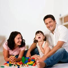 niña-jugando-padres