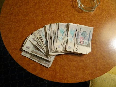 09. Valuta din Uzbekistan - Som uzbek.JPG