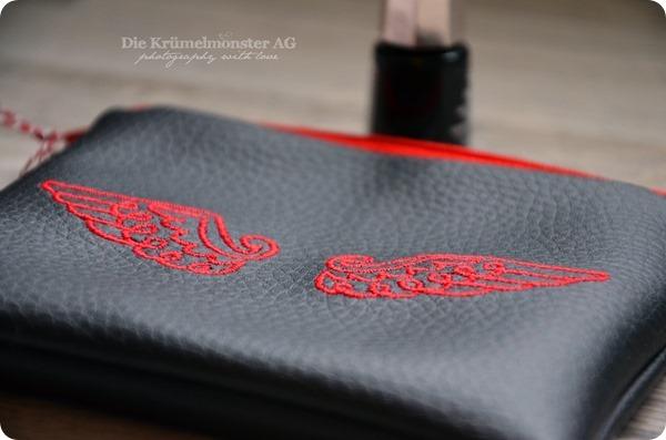 Engelflügel auf Ledertäschchen Embroidery by Anja Rieger (2)