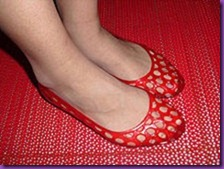 220px-Woman_wearing_red_jelly_shoes
