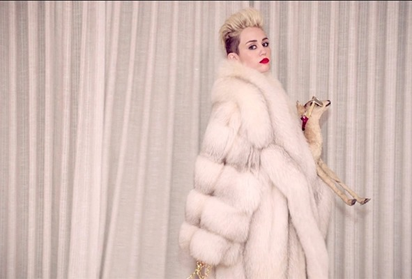 miley-cyrus-we-cant-stop-3-fashion-650-430