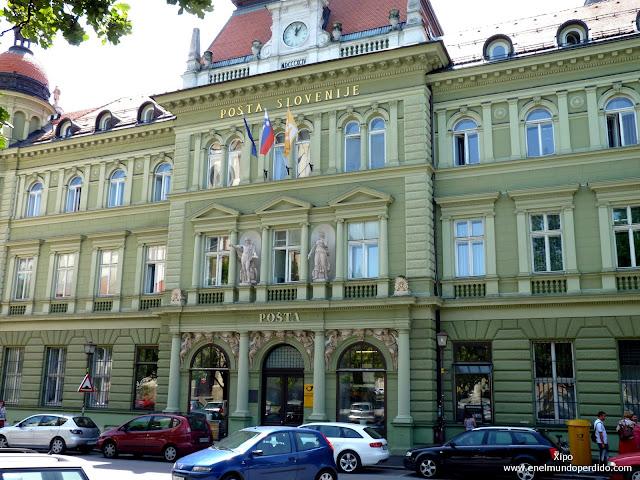 edificio-correos-plaza-slomsek.JPG