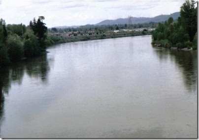 View of the Cowlitz River from the Weyerhaeuser Woods Railroad (WTCX) Cowlitz River Bridge at Kelso, Washington on May 17, 2005