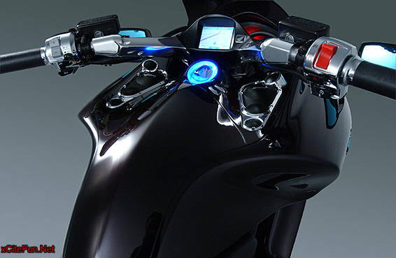 Honda DN-01:Automatic sports cruiser equipped with Honda's own infinitely variable hydraulic mechanical