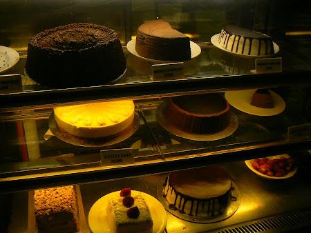 Bali restaurants: delicious cakes