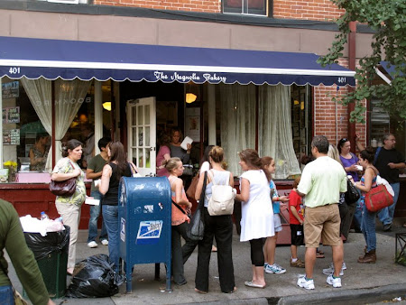 On Location Tours New YorK: Outside Magnolia Bakery in West Village
