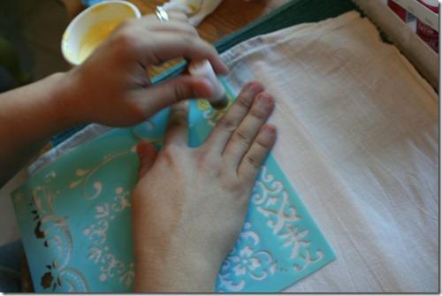 Stenciling Flour Sack Dish Towels (5)