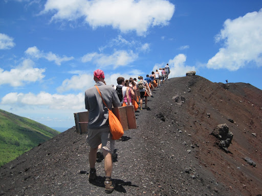 Climbing the ridge around the old crater to the top