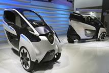 Protótipo apresentado pela Toyota de um super compacto para dois passageiros equipado com sistemas eletrônicos de última geração. | Shizuo Kambayashi/AP