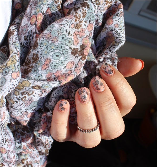 Nageldesign Nail Art Fabrics Frühlingsschal Apricot Flowers 05
